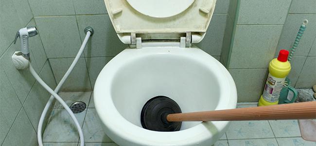 トイレの「詰まり」の主な原因と対処法