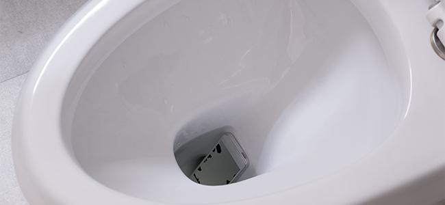 意外に多い? スマホをトイレに落としたときの対処法