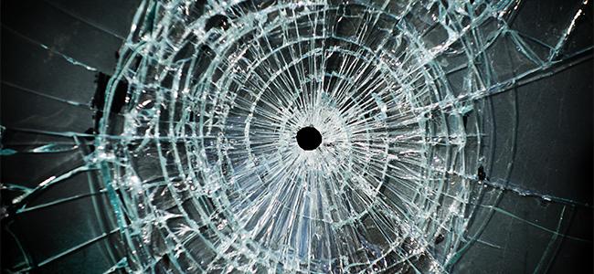 突然窓ガラスにひびが入る原因と対処法