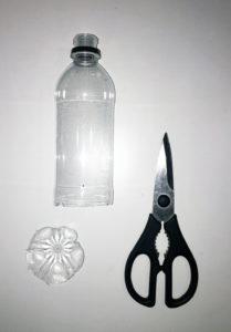 ペットボトルとハサミ