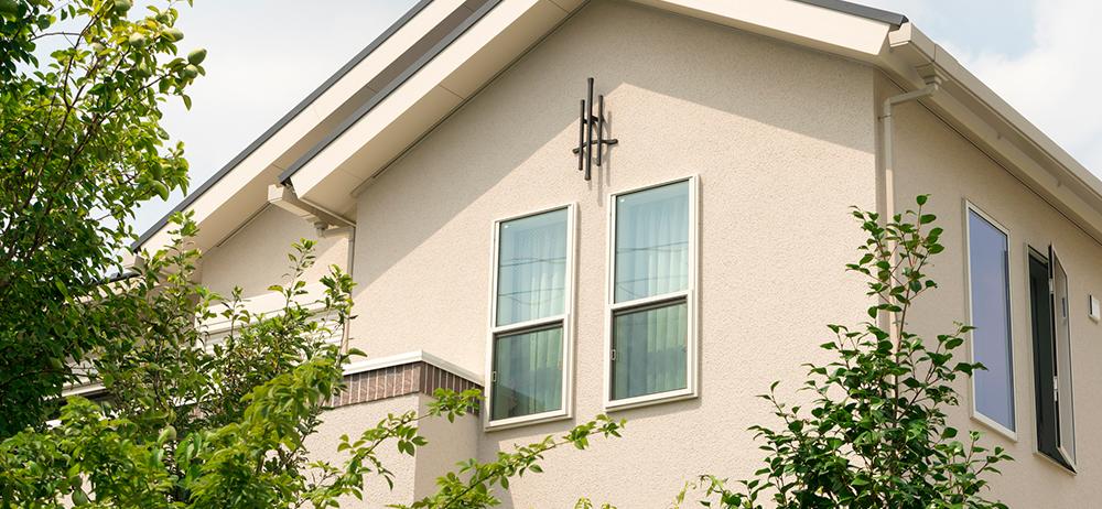手が届かない窓の外側……掃除するポイントは?
