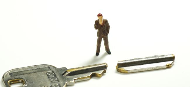 鍵が折れた際に自分でできる対処法と注意点徴