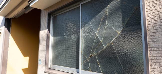 賃貸物件で窓ガラスが割れたときの対応はどうすればいい?