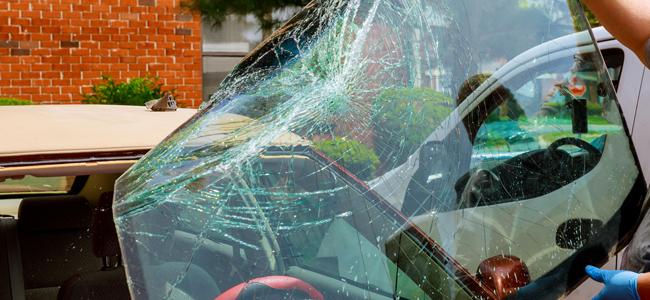 窓ガラスが大きく割れたときの対処法</