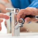 洗面所の詰まりはなぜ起こる? その原因と対処法
