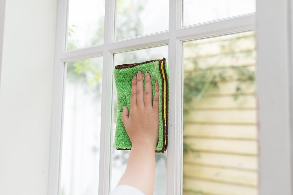 窓ガラスに傷が!