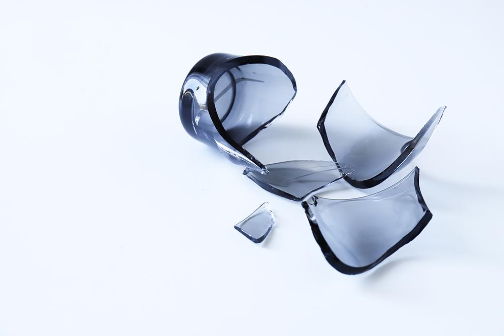 どう捨てる? 割れたガラスの捨て方と注意点