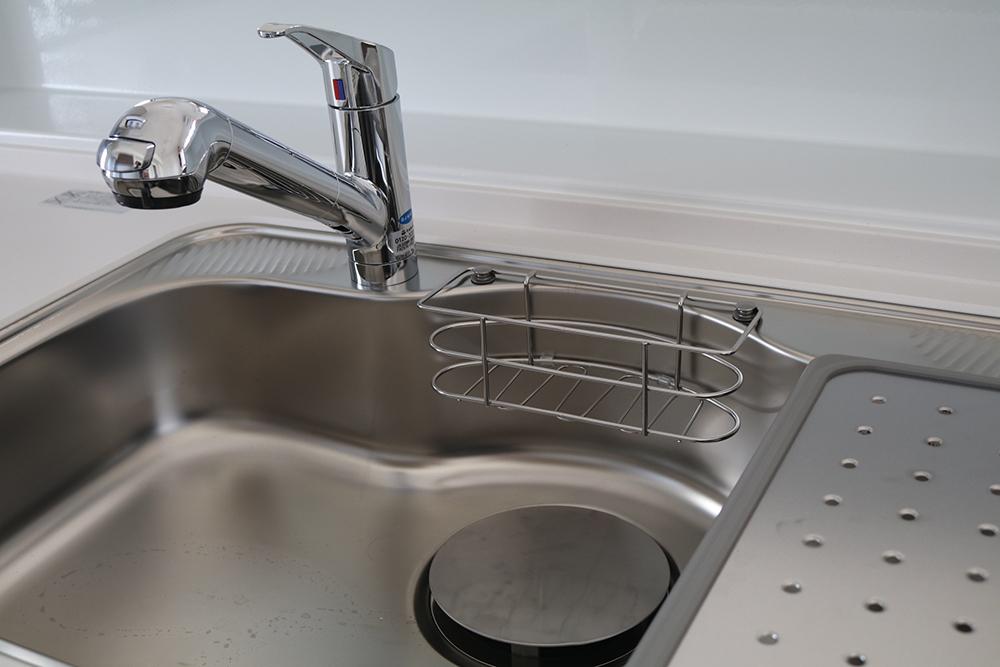 キッチンの排水口が臭い! 原因別の対処法