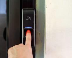 指紋認証式の鍵は便利? 玄関に導入するメリットを解説