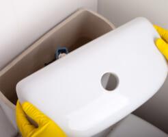 汚れが溜まりがち! トイレタンクの中を掃除するには?