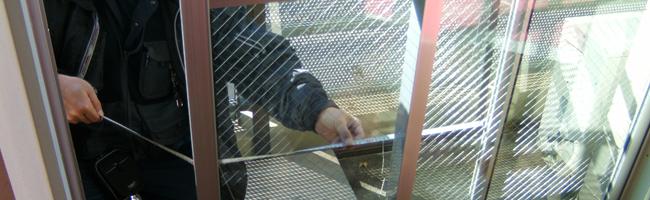 断熱複層ガラス交換作業中